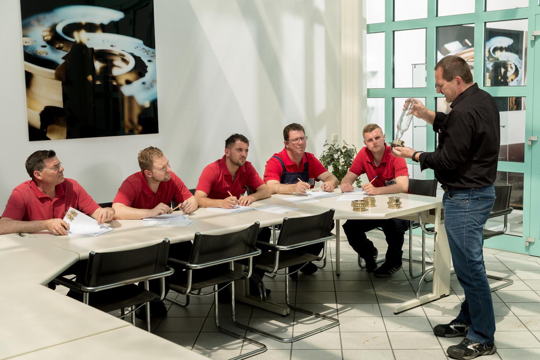 Mitarbeiterorientierung bei Droigk Formenbau - Fotograf Martin Misere